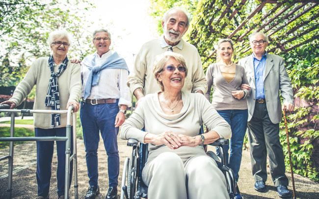 Gemeinsamkeiten_in_der_Senioren_WG_dank_Immobilienverkauf_mit_rimaldi_die_Immobilienprofis