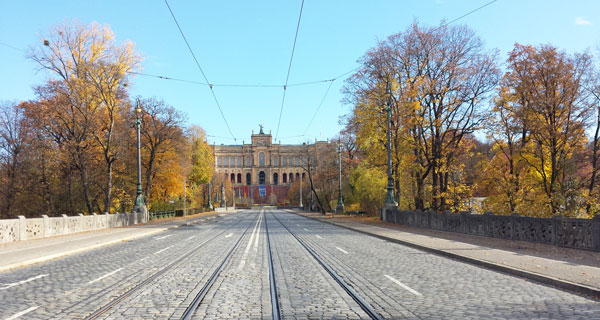 menschenleere-Straßen-in München-Maximilianstrasse-wegen-Corona